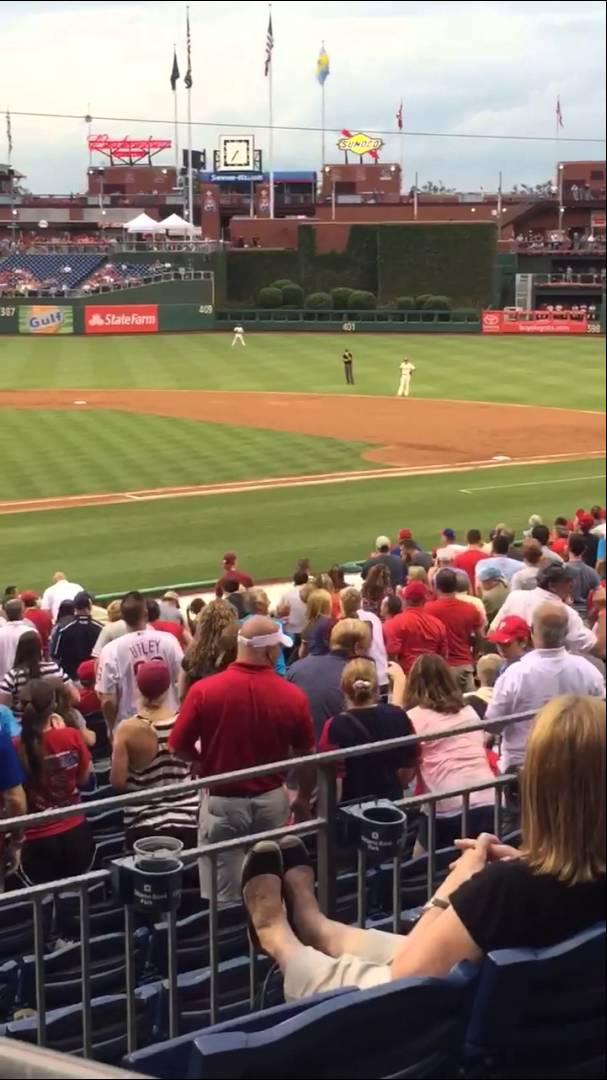 拍手喝采!MLBで試合よりも観客を魅了したリス