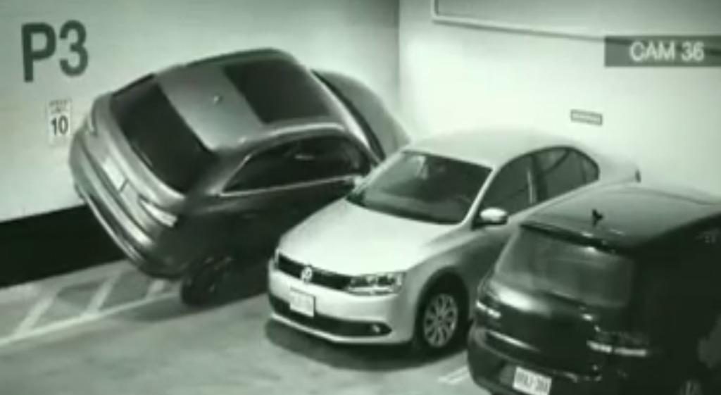 この発想は無かった!スペースがなくても駐車できる超テクニック!!