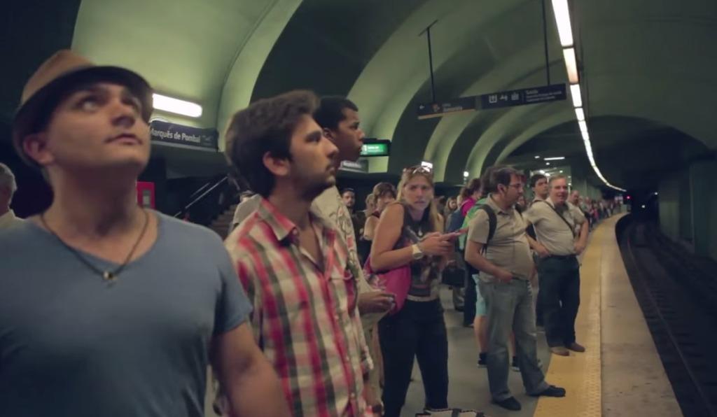 地下鉄をレーシングカーが爆走?!フォルクスワーゲンが仕掛けたプロモーションが凄い!!