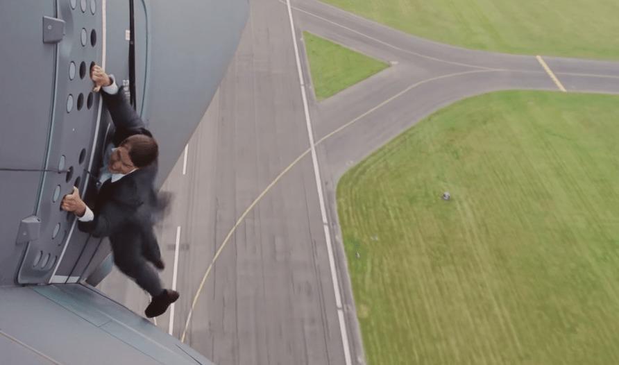 CGじゃなかった!トム・クルーズが上空1500m・時速400kmでの決死のスタントの舞台裏!!