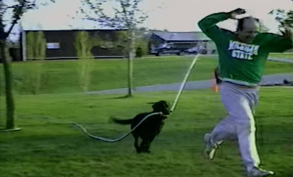 【爆笑】犬にホースを持たせたら大変なことになったwwwwwwwwwww
