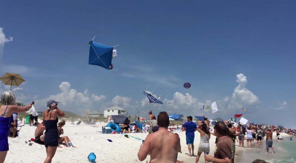 ビーチを戦闘機が超低空飛行した結果、ビーチが大変なことに!!