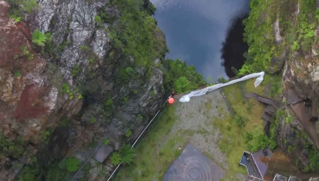 ボールに回転を加えると発生する「マグヌス効果」がひと目で分かる動画が凄い!とんでもない方向に飛んでいった!!