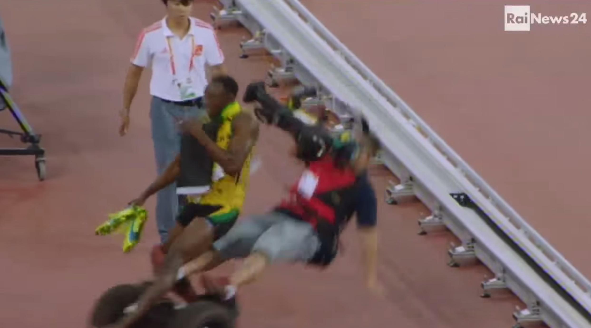 セグウェイに乗ってボルトを撮影していたカメラマン、ボルトの左足を負傷させる!!