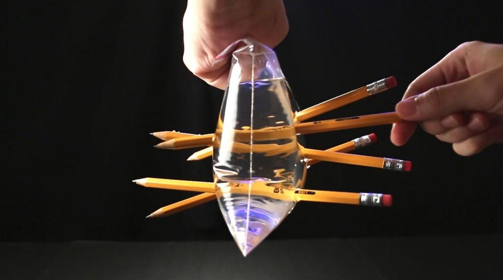 液体を使った驚愕の科学実験10選!なぜこうなるのか不思議すぎる!!