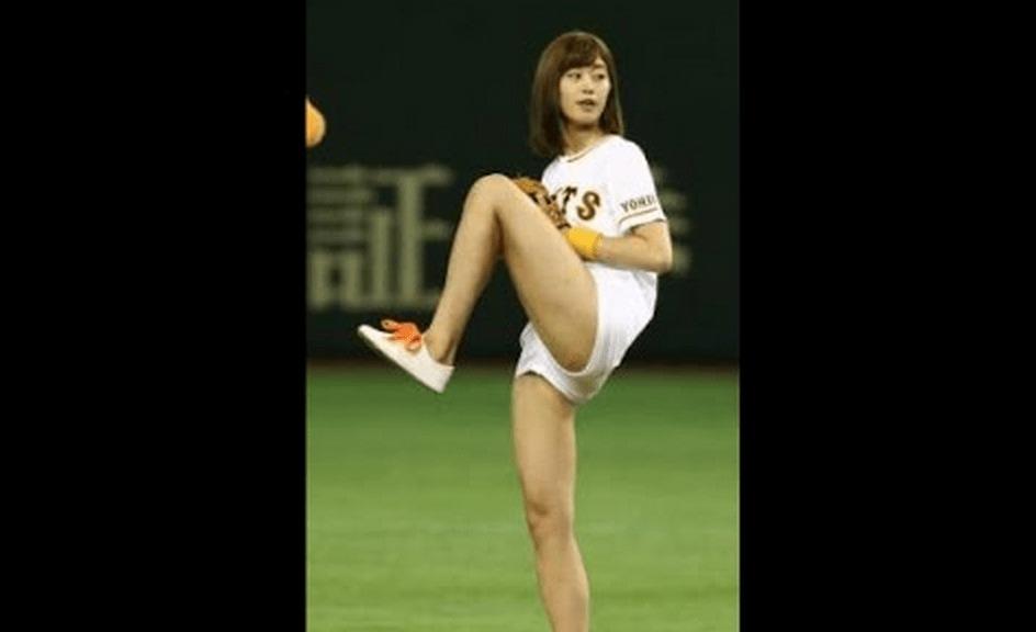アイドルの稲村亜美さん神投球&神スイングを披露!時速90kmの豪速球!!