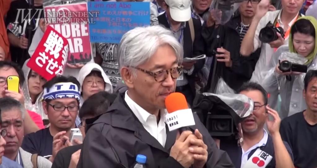 坂本龍一さん国会前で演説!「フランス革命に匹敵する」