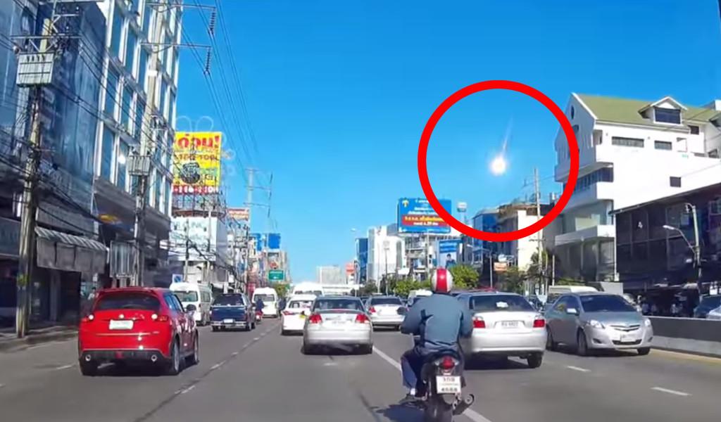 タイで隕石が落ちる瞬間が撮影され話題に!!