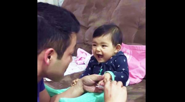 パパを驚かせることを覚えた赤ちゃんと、パパのやりとりがものすごく可愛い!見ているだけで癒されるw