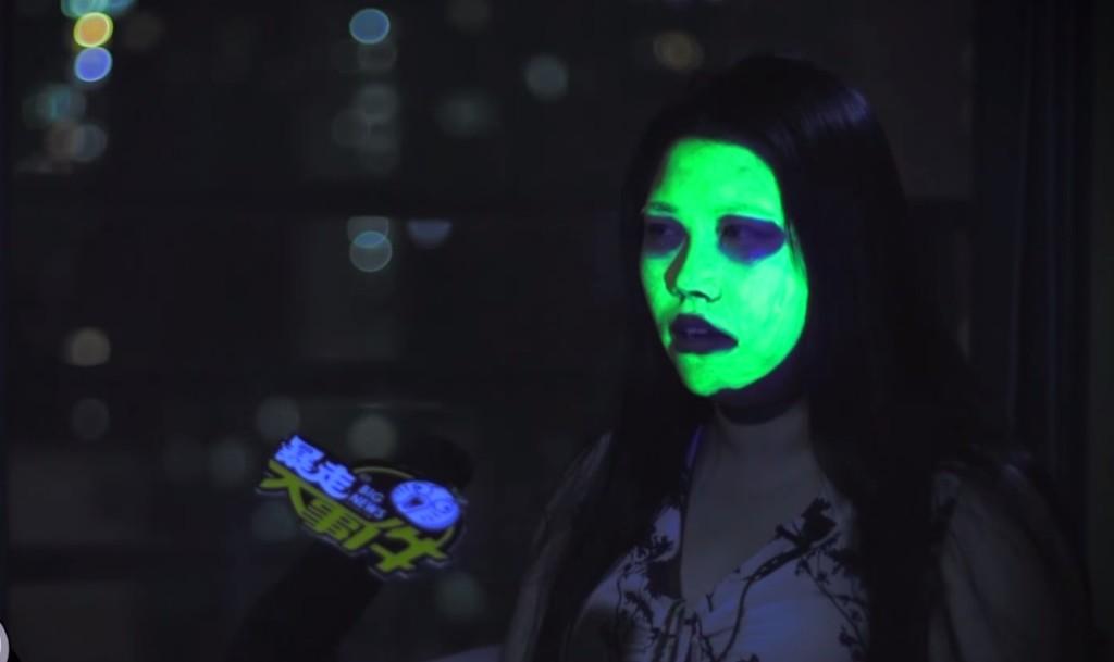 中国の化粧品を使って顔が発光するようになってしまった女性!青信号と間違われ、車に突っ込まれるなど災難。。