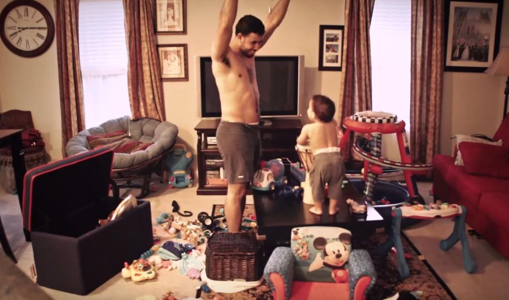 これがオレ流育児!ママの留守中、パパの子育てっぷりを収めた映像に世界中がほっこり!!