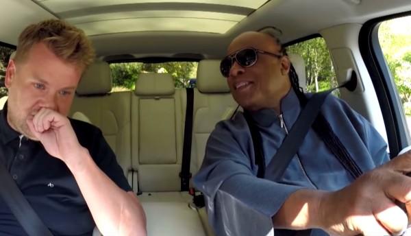 スティービー・ワンダーが運転席で熱唱?!最高すぎるカラオケドライブ映像が世界中で大ウケ!!