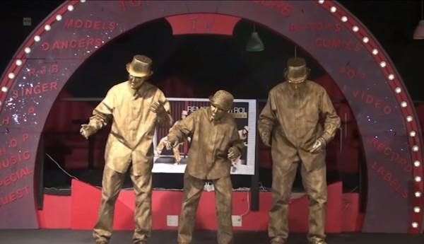 【神技】ロボットダンスを踊る3人組が、もはやロボットにしか見えない!!