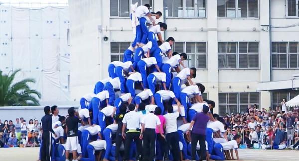 教師の自己満足!関西の中学校で10段の人間ピラミッドが崩壊し怪我人多数?!