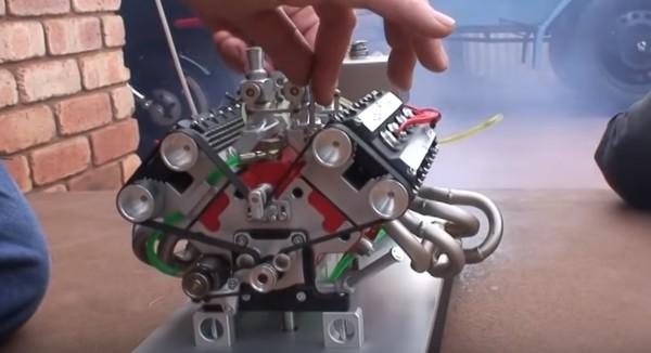 フェラーリのミニチュアV8エンジンが凄い!小さくてもエンジン音はそのまま!!
