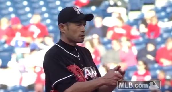 投げても凄い!イチローがメジャーリーグ公式戦でピッチャーデビュー!!!