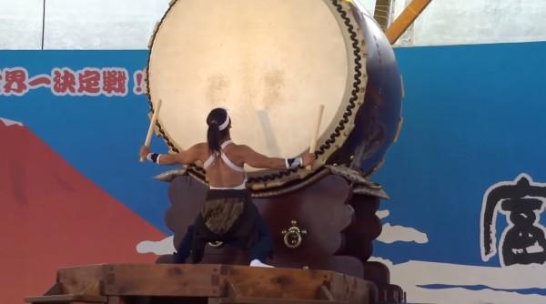 【神業】つい力んじゃう!日本一の和太鼓祭り「富士山太鼓まつり」の優勝者の演奏がガチカッコイイ!!