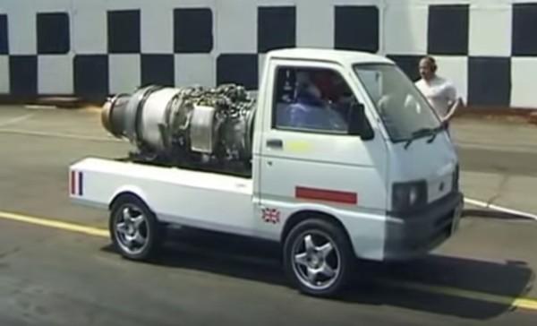お馬鹿!軽トラにジェットエンジンを搭載した結果、凄い加速に!!