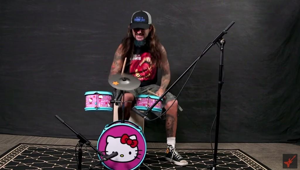 伝説のプログレッシブ・メタルバンド「ドリーム・シアター」の元ドラマーがおもちゃのドラムを叩きまくってみた!!