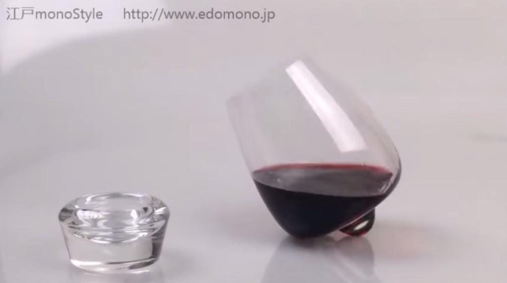 倒れそうで倒れない!不思議なカタチのワイングラスが素敵!!