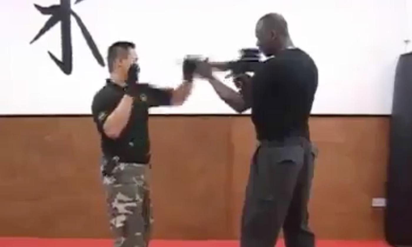 【サバイバル】軍人が教える、銃を突きつけられた時の対処法!!