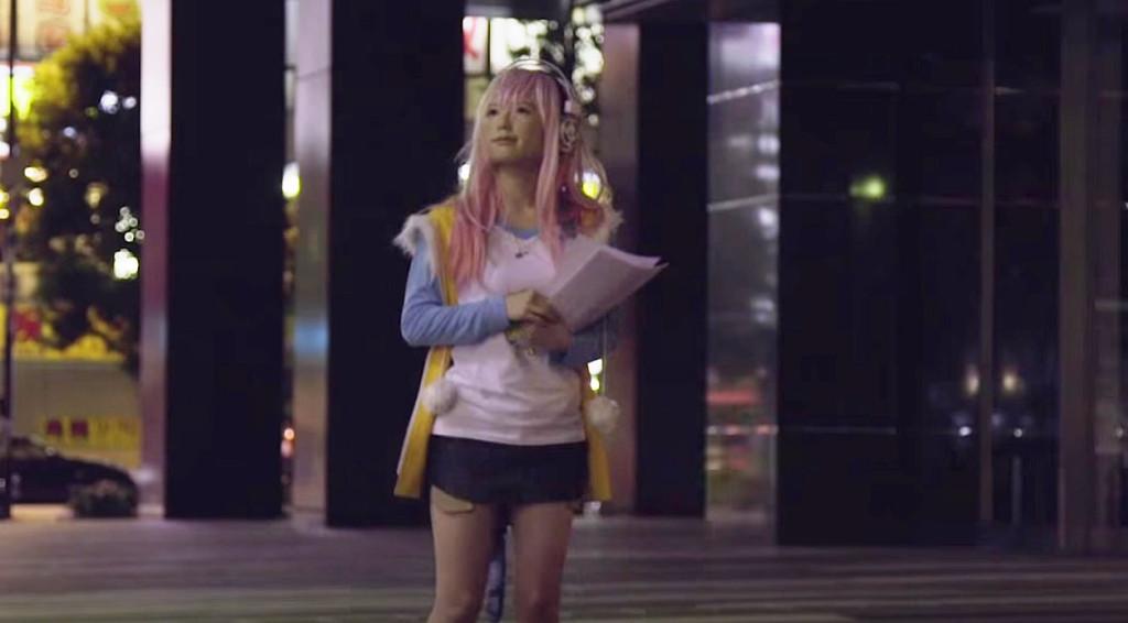 この女の子の顔の違和感に気付く?!秋葉原で行われたドッキリが怖すぎる!!