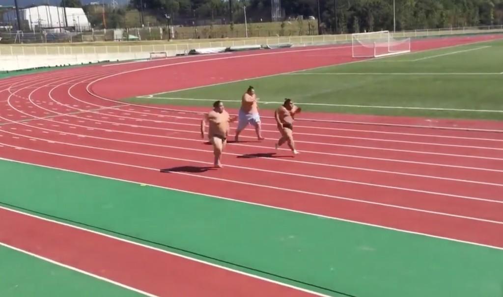 力士たちが全力疾走!こんな速く走る姿見たことない!!