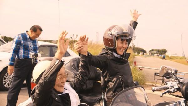 【感動】93歳の祖母の長年の夢「バイクに乗って風をきりたい」。夢を叶えるため孫が奮闘!!