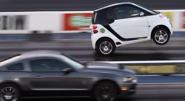 パワフル過ぎてウイリー!トヨタ製エンジンを搭載したスマートカーの加速がハンパない!!