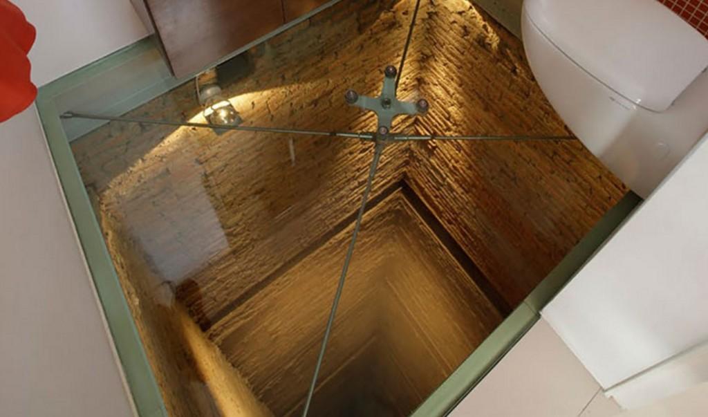 世界一怖いトイレ!ビルの15階から45メートル下を見下ろせる!!