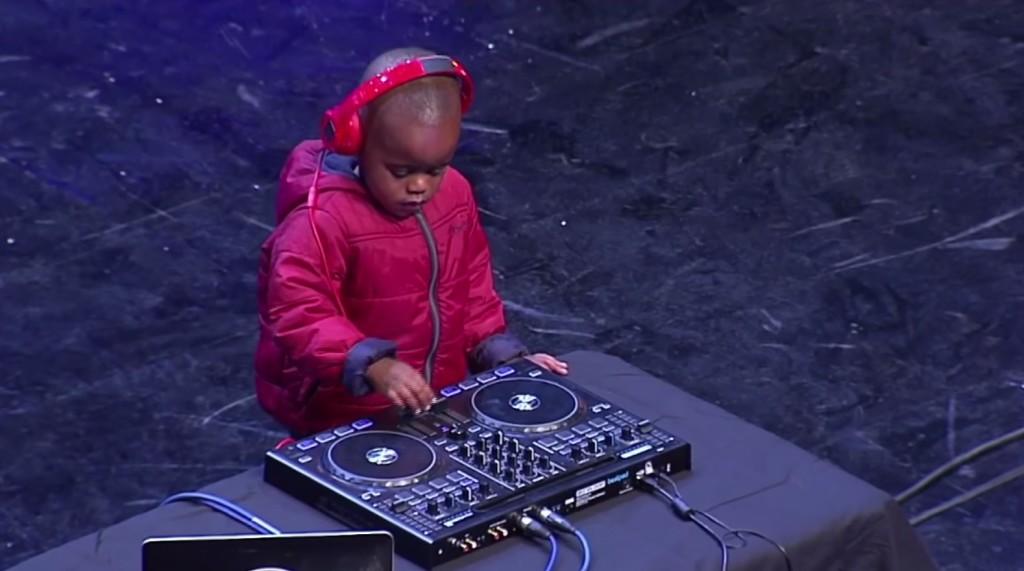 南アフリカのオーディション番組に「3歳児のDJ」が登場!そのテクニックに観客総立ちで大盛り上がり!!