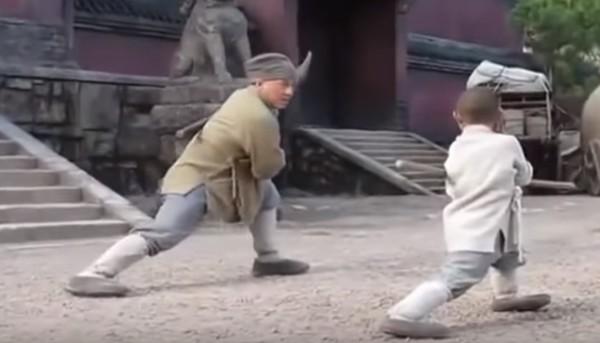 ジャッキー・チェン、小さな師匠にカンフーを習う!!