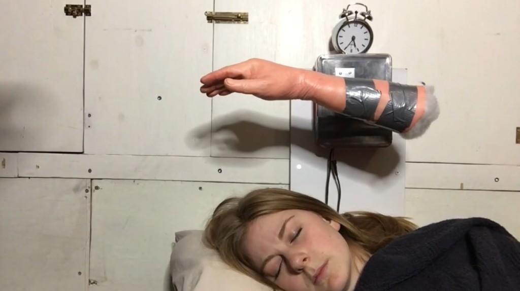【爆笑】画期的な目覚まし時計が発明されるwwwwwwwwwwww