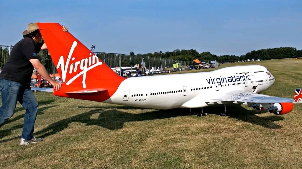 世界一大きいラジコン旅客機がすごい!人間一人くらいなら乗れそうなレベル!!