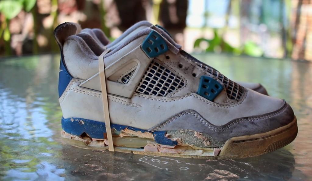 80年代に買ったボロボロのスニーカーを、新品同様に復活させる技がすごい!!