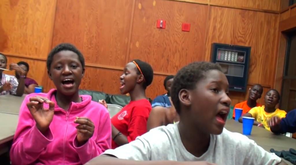 アフリカの子供合唱団のリハーサルの「声合わせ」に鳥肌!!!