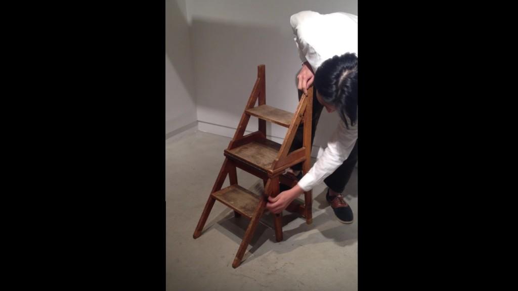 完璧なデザイン!一瞬で椅子にトランスフォームする踏み台!!