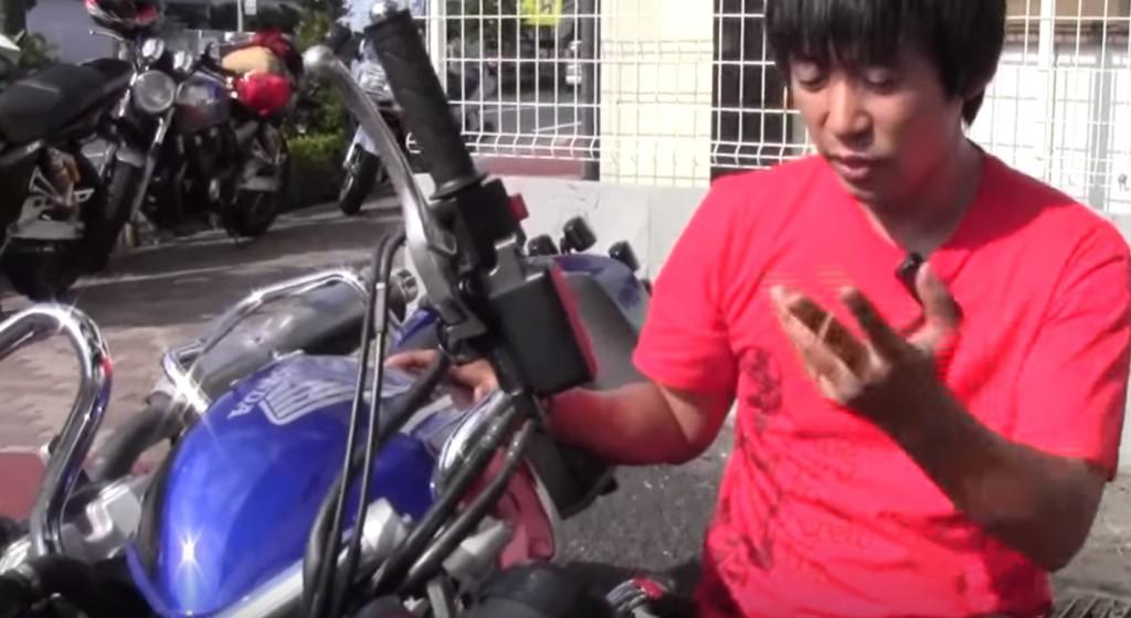 輪ゴム一本で簡単に!倒れたバイクを簡単に引き起こす方法!!