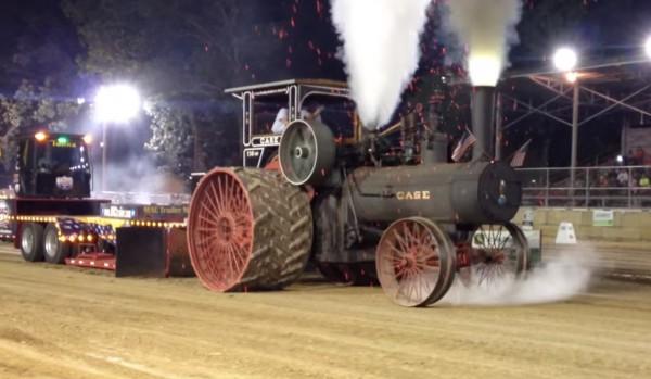100年以上前に活躍した蒸気機関の農業用トラクター。その迫力に胸が熱くなる!!