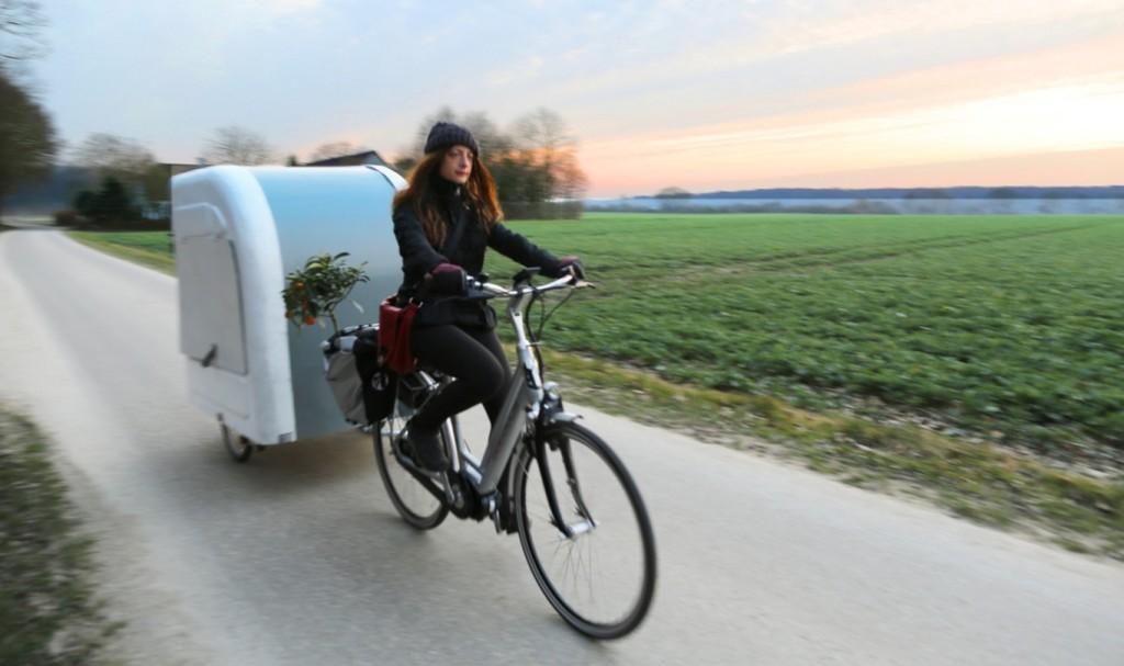 自転車で牽引できる、折りたたみ式の超軽量キャンピングカーが素敵!!