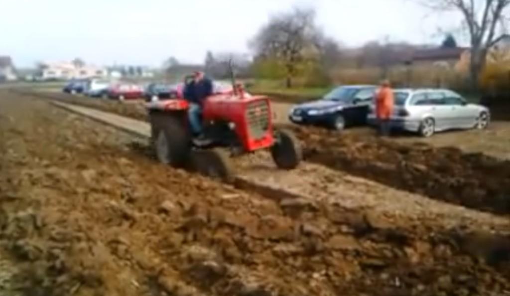 無断駐車にブチ切れた農夫、ナイスアイディアな仕返しで話題に!!