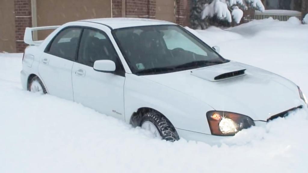 スバル・インプレッサ驚異の走破性能!深雪の中をゴリゴリ進む!!