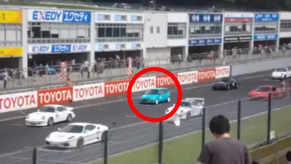 ポルシェより速い「世界最強の軽自動車」!ホンダ・トゥデイで名高いスーパーカーと勝負してみた!!