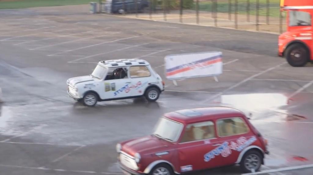 【神技】ギネス記録の史上最難関の縦列駐車がキマる!高速バックから一回転して駐車!!