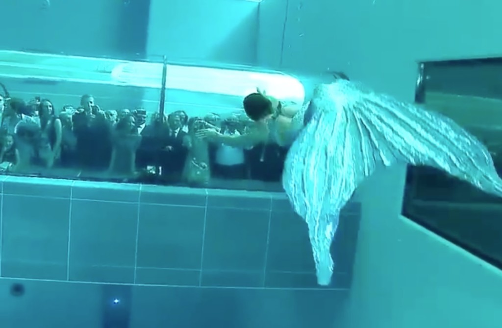 世界一深いプールでの「人魚ショー」が神秘的!息継ぎしないから本物の人魚と錯覚してしまう