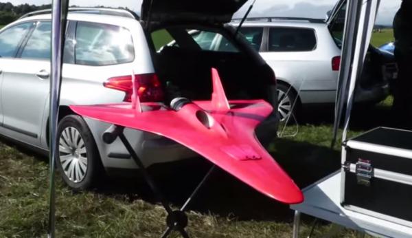 時速709km!ギネス記録の世界一速いラジコン飛行機が速すぎる!!!