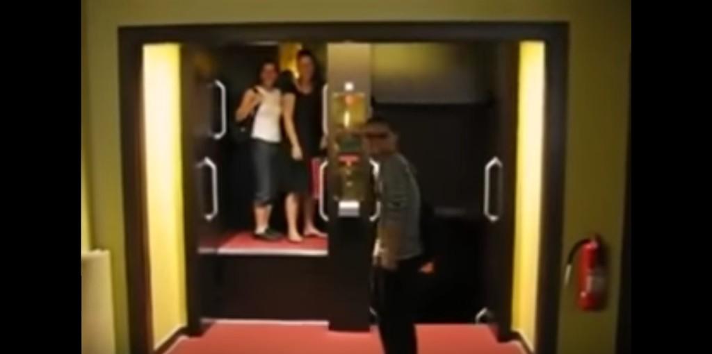 難易度最高レベルのエレベーター!むき出し&止まらない!!