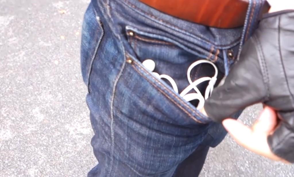 雑にポケットに入れても絡まない!5秒でできるイヤホンが絶対に絡まない裏技!!