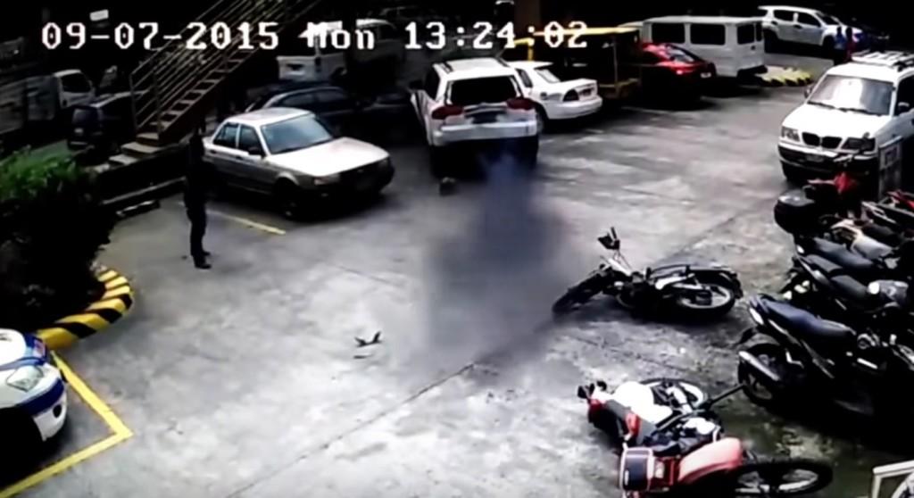 えぇぇぇぇ!!駐車が下手な運転手に、ドヤ顔で運転を代わってくれた男が世紀末レベルの運転ど下手だったwwwwwwwwww