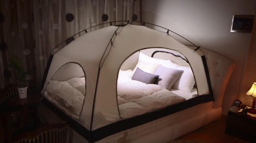 究極のダメ人間製造機!ベッドに取り付ける「暖房テント」が超快適!?